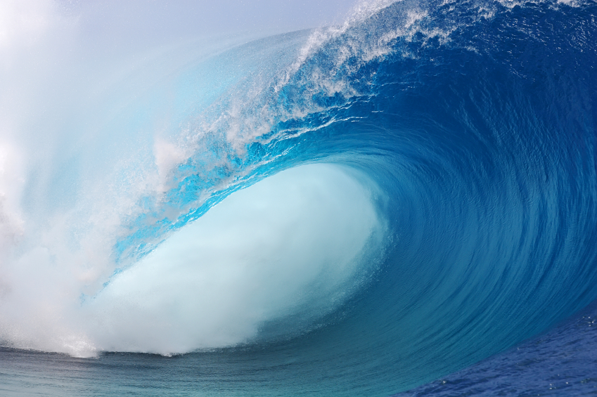 One of the worlds heaviest waves breaks in Tahiti